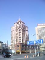 绿海大厦位于复华小区东北方