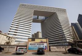 龙门大厦位于建业壹号城邦东北方
