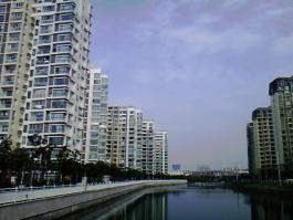 荣域花园位于世茂铜雀台东南方