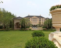 绿城苏州御园位于世茂铜雀台北方