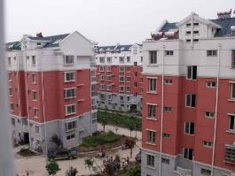 金泰家园位于珠江华府北方