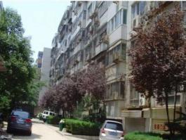 豫新公寓位于正弘蓝堡湾三期弘熹台东南方