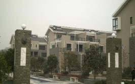江山名洲位于红豆·香江花城北方
